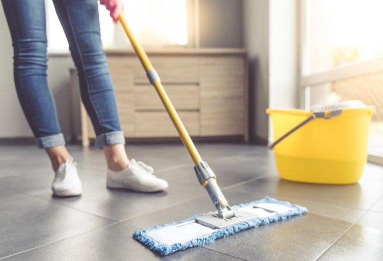 7 consejos para limpiar pisos de baldosas