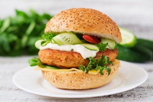 Con este pan de hamburguesa puedes crear deliciosas hamburguesas sanas para toda la familia.