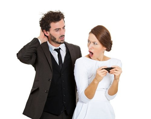 ¿Cómo actuar si una amiga te dice que vio a tu pareja con otra?