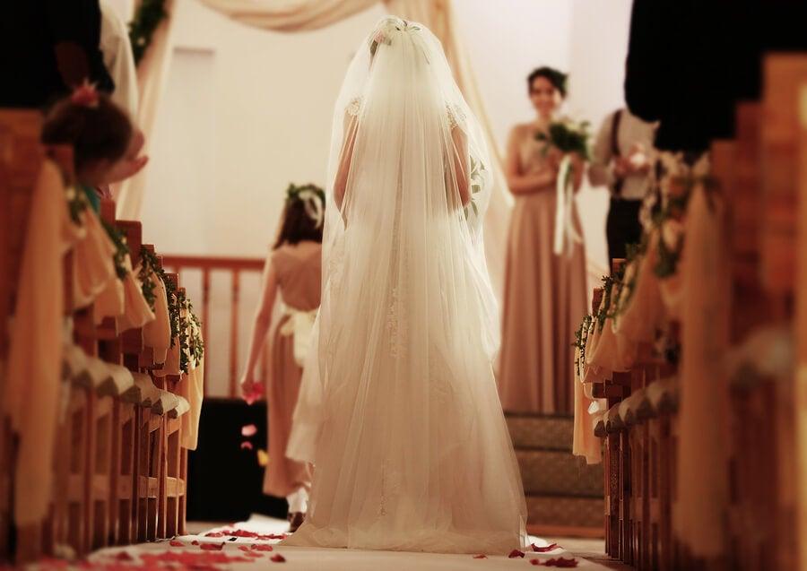 Novia caminando al altar