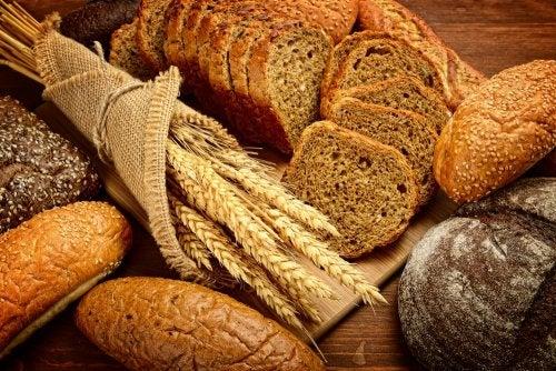 Pan y ramillete de cereales.