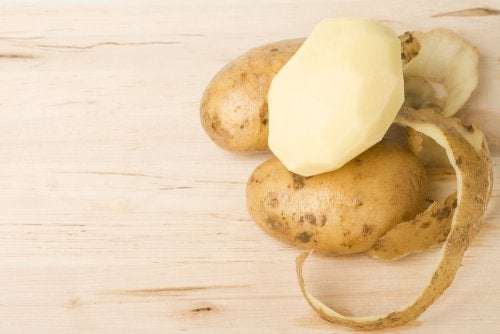 La piel de la patata es beneficiosa como alimento y para la belleza.