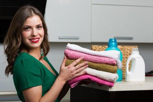 Cómo preparar un suavizante casero para tus toallas