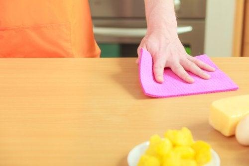 4 maneras de desinfectar los trapos de cocina