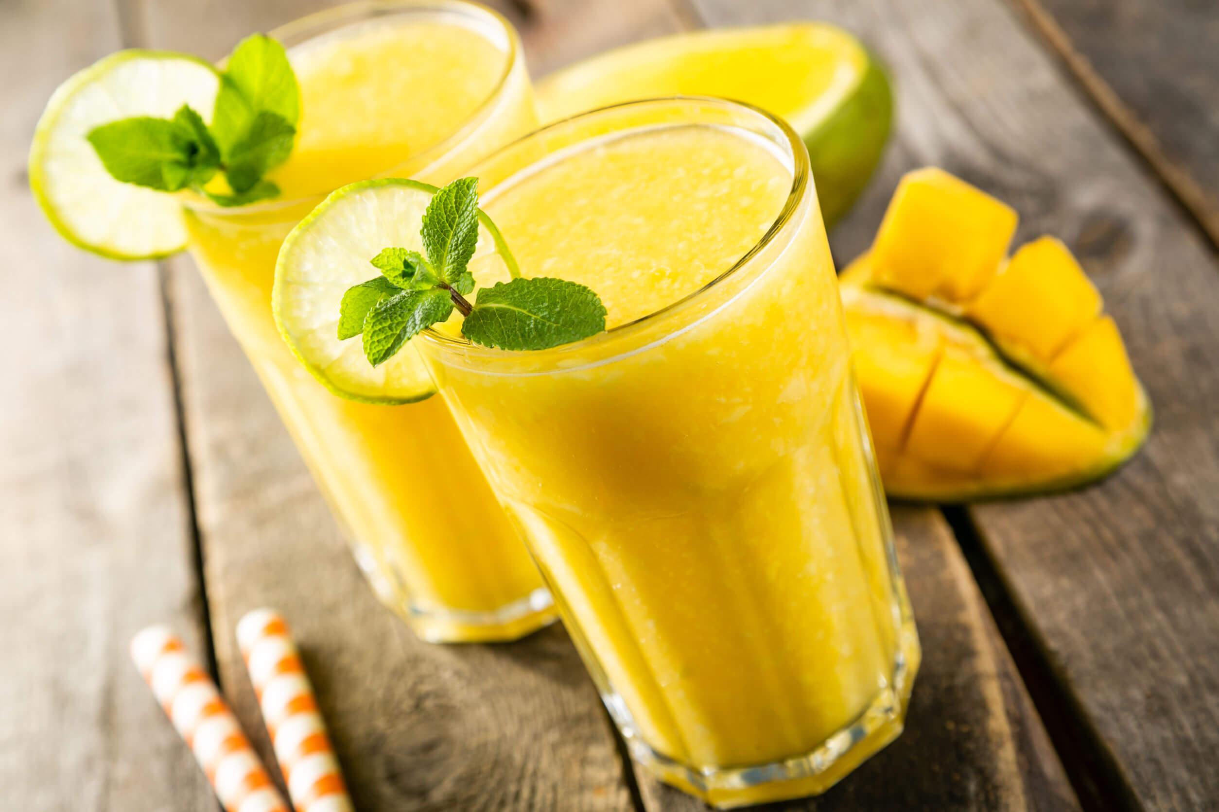 El mango para el estreñimiento se puede beber como un batido.