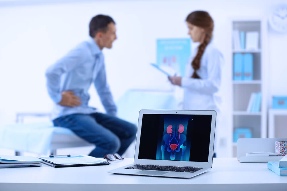 Paciente acudiendo a una consulta por hidronefrosis unilateral