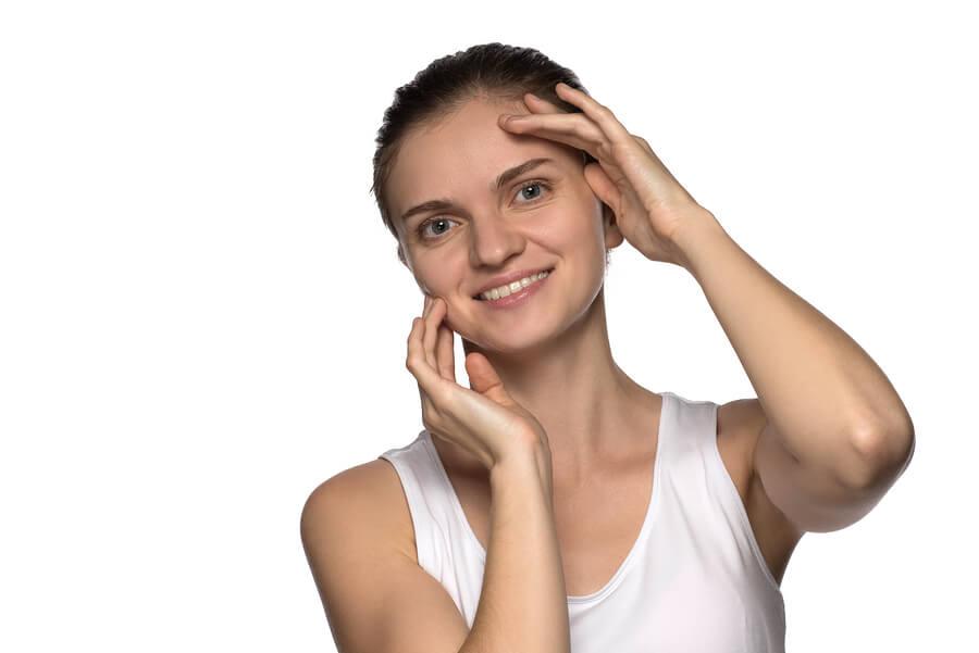 5 ejercicios faciales para tener un rostro rejuvenecido