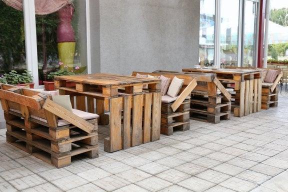 8 ingeniosos muebles con material reciclado que puedes for Decoracion de casas con material reciclado