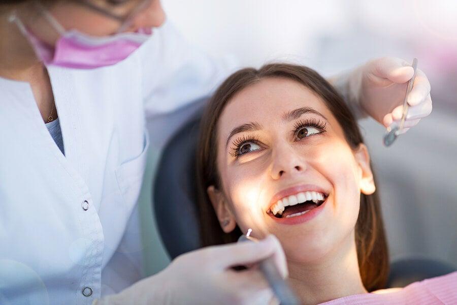Mujer en dentista