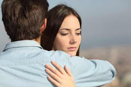 La desconfianza en pareja: qué hacer cuando uno no se fía del otro