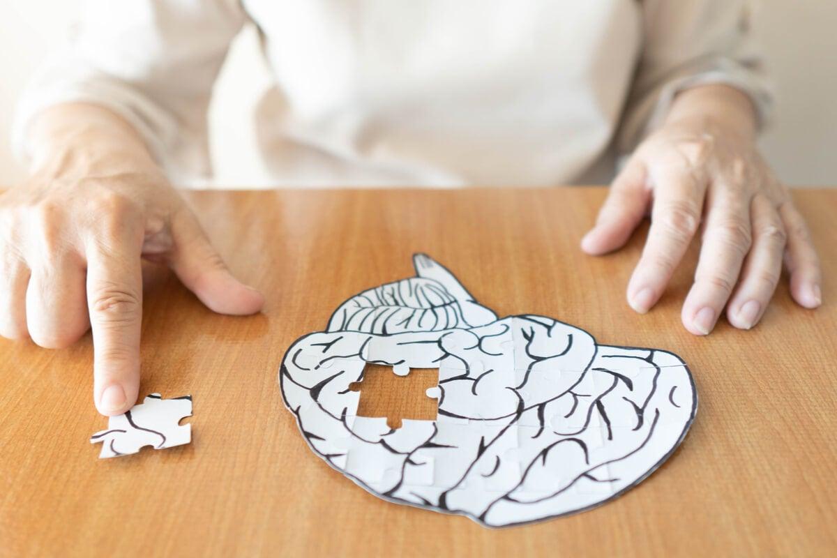 Cómo prevenir la demencia evitando 4 hábitos dañinos