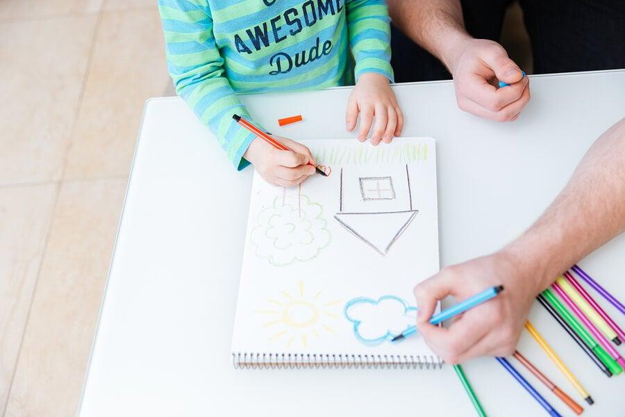 Padre e hijo dibujando