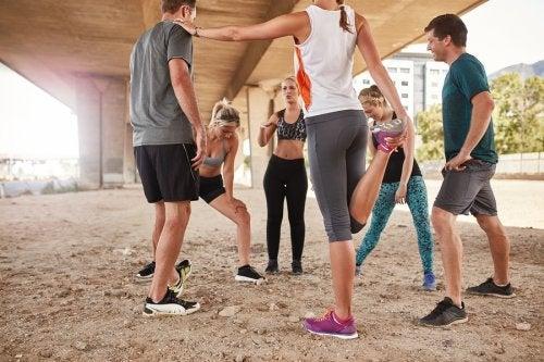 Practicar deporte acompañados o practicarlo en solitario