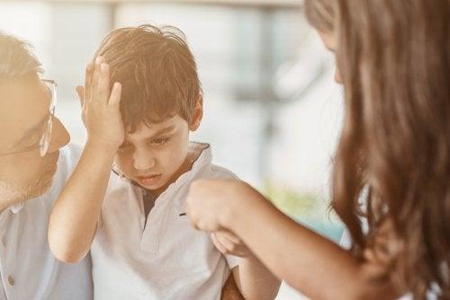 ¿Qué hacer si mi hijo se da un golpe en la cabeza?