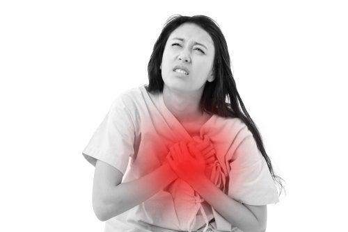 mujer sufriendo un sufre ataques de ansiedad