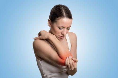Cómo tratar los síntomas de la gota con 8 remedios de origen natural