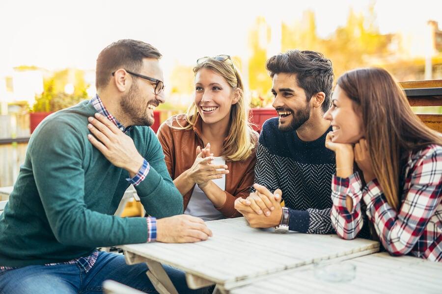 socializar-grupo-amigos.