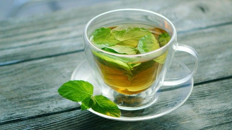 Descubre las múltiples propiedades que el té de menta tiene para la salud
