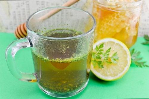 Remedio con perejil para mejorar la salud hepática