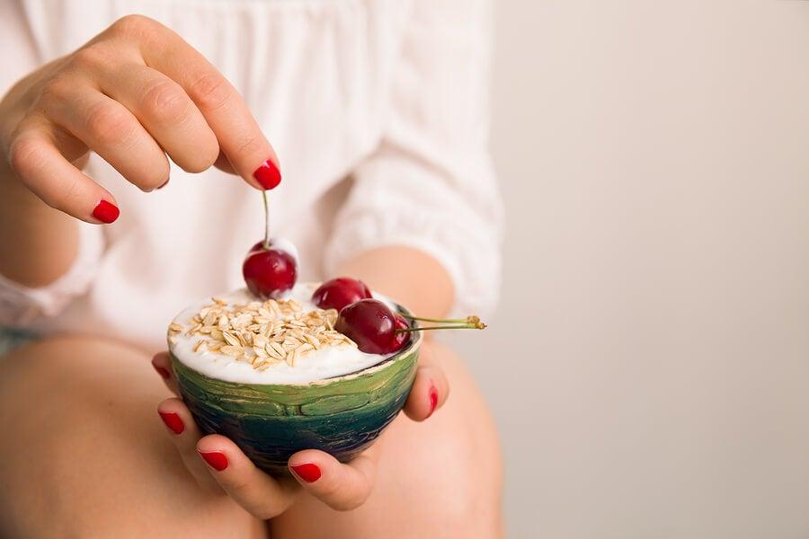 3 maneras de comer yogur en el desayuno y sus beneficios