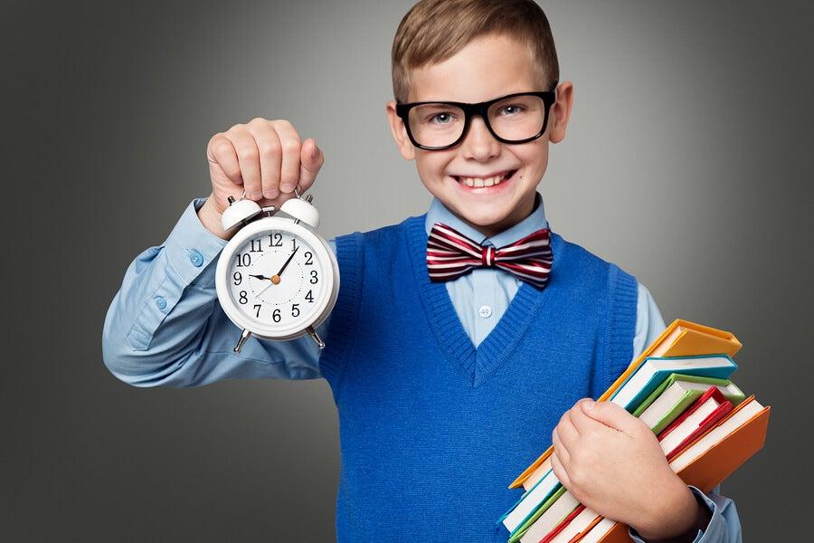 Niño que aprovecha bien el tiempo