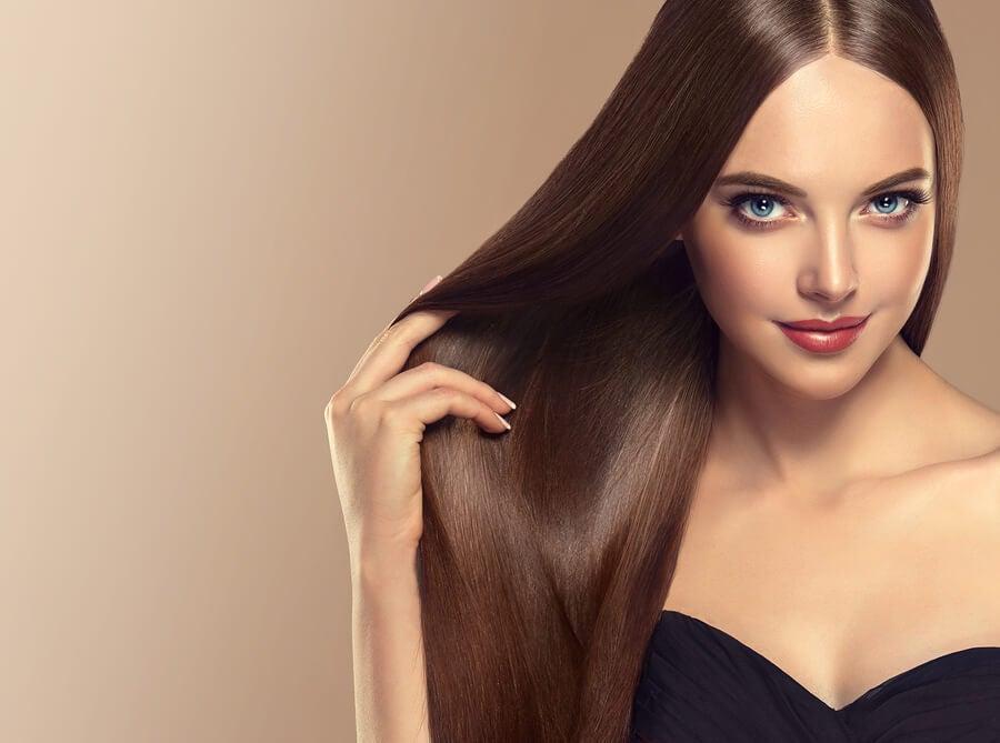 Cómo mantener el cabello liso y brillante