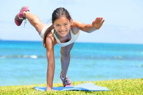 Conoce los ejercicios más divertidos y efectivos para realizar al aire libre