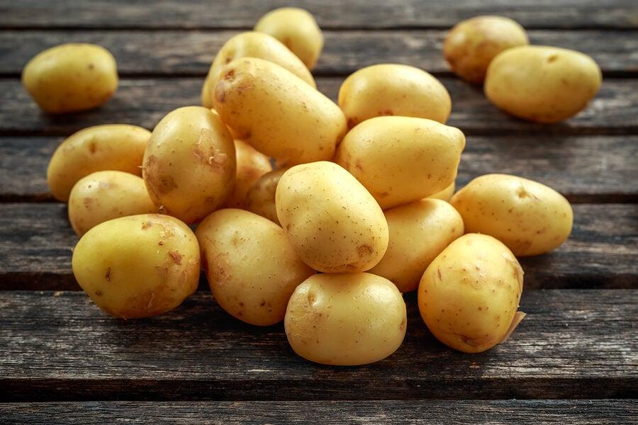 Patatas para añadir a la sopa de melón.