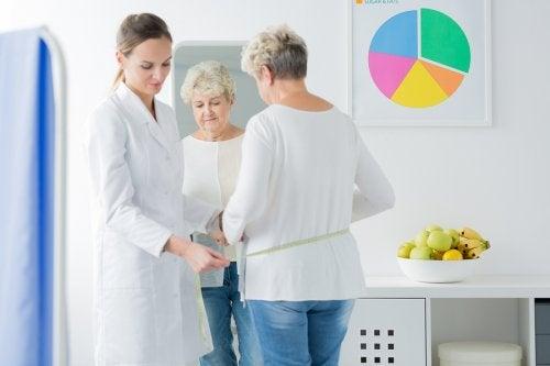Mujer en una consulta médica.