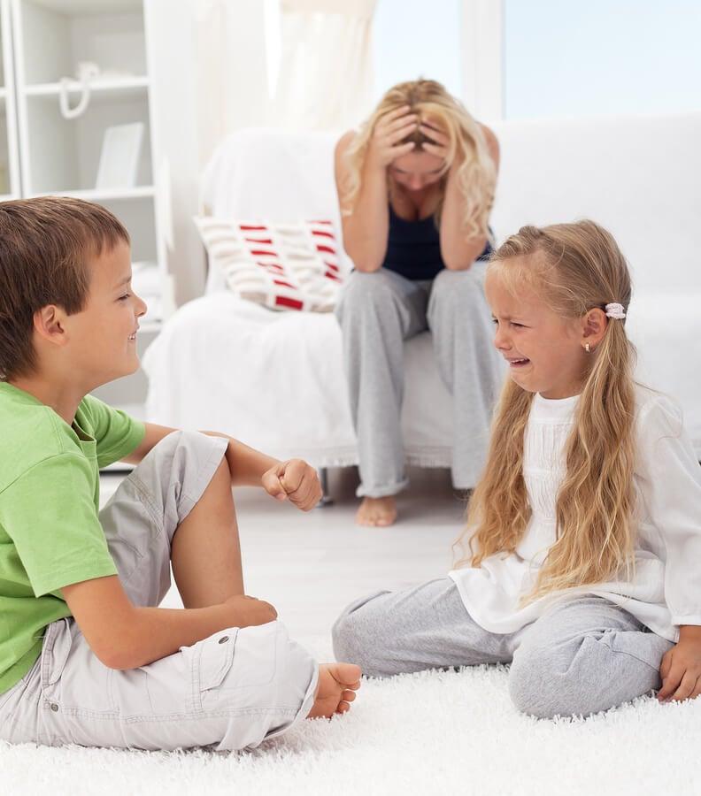 Cómo combatir los enfrentamientos entre hermanos