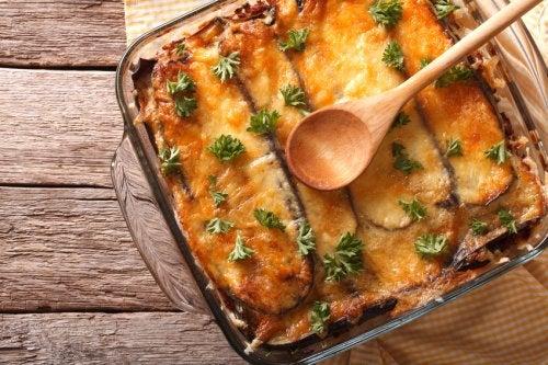 Aprende a hacer moussaka griega con esta fácil receta