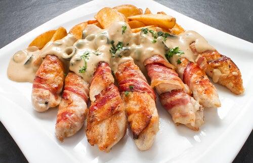 Pollo relleno con queso crema, ajo y cebolleta