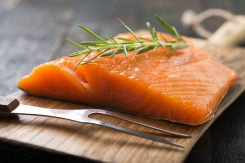 Cómo preparar salmón a la plancha con salsa bearnesa