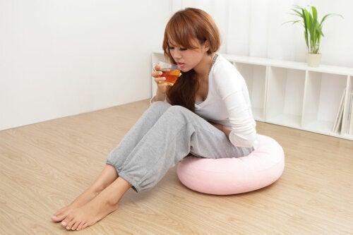 5 bebidas calientes para calmar el dolor menstrual