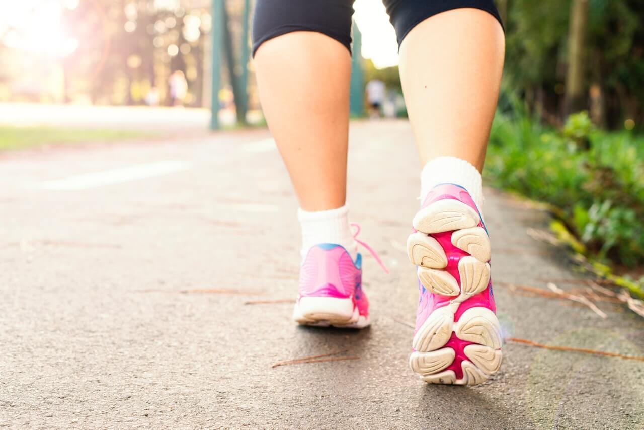 Caminar todos los días es beneficioso para la salud.