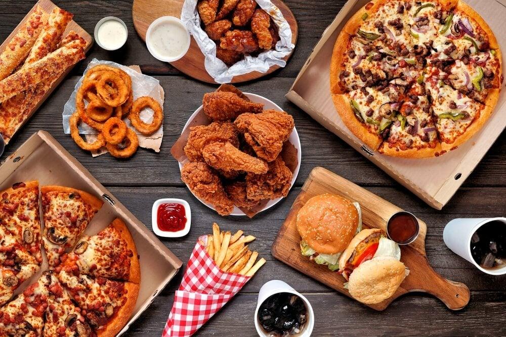 ¿Qué alimentos evitar comer en la noche?