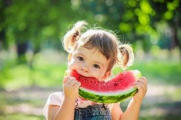 6 alimentos que hay que incluir en la dieta de tu hijo