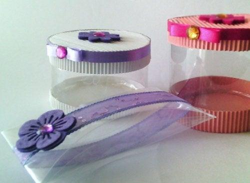 Cajas de regalo con botellas de plástico