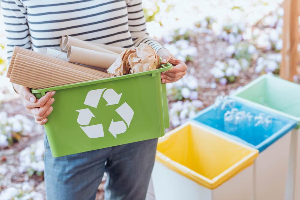 Reciclaje con contenedores.