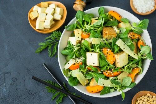 Dieta vegana cruda: beneficios y riesgos