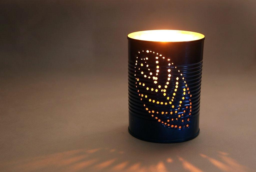 Lámpara de lata