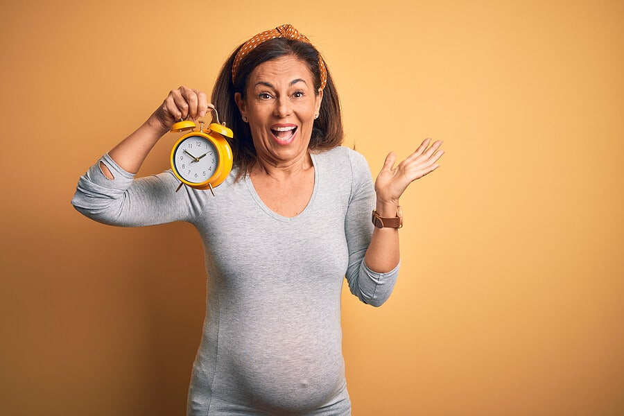 Mujer mayor con un embarazo de alto riesgo.