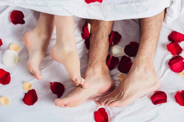 Pétalos en la noche de boda