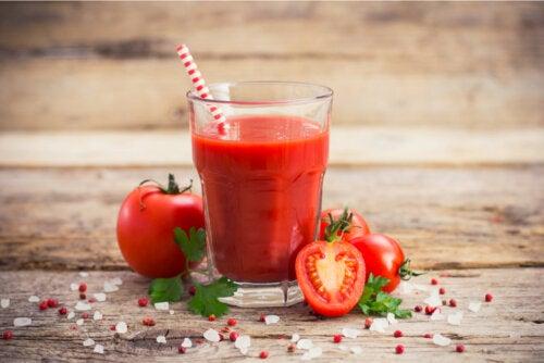 Los beneficios del zumo de tomate