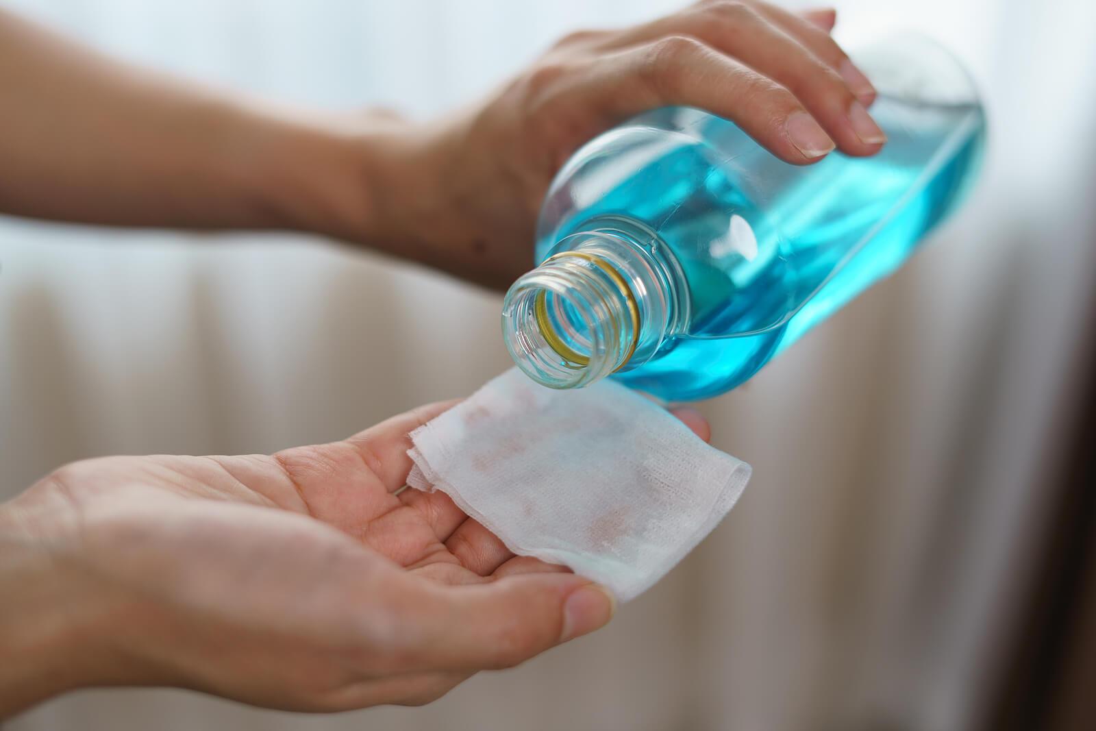 Álcool para a limpeza da casa.
