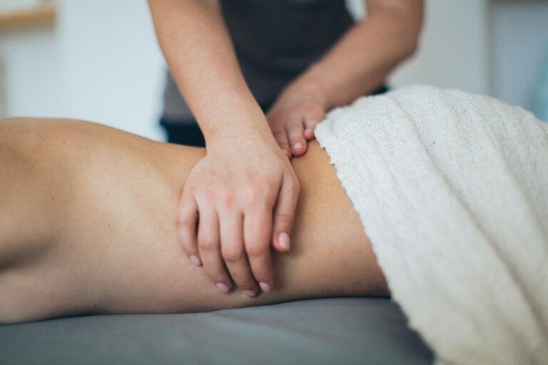 4 maneras de dar un masaje erótico a tu pareja