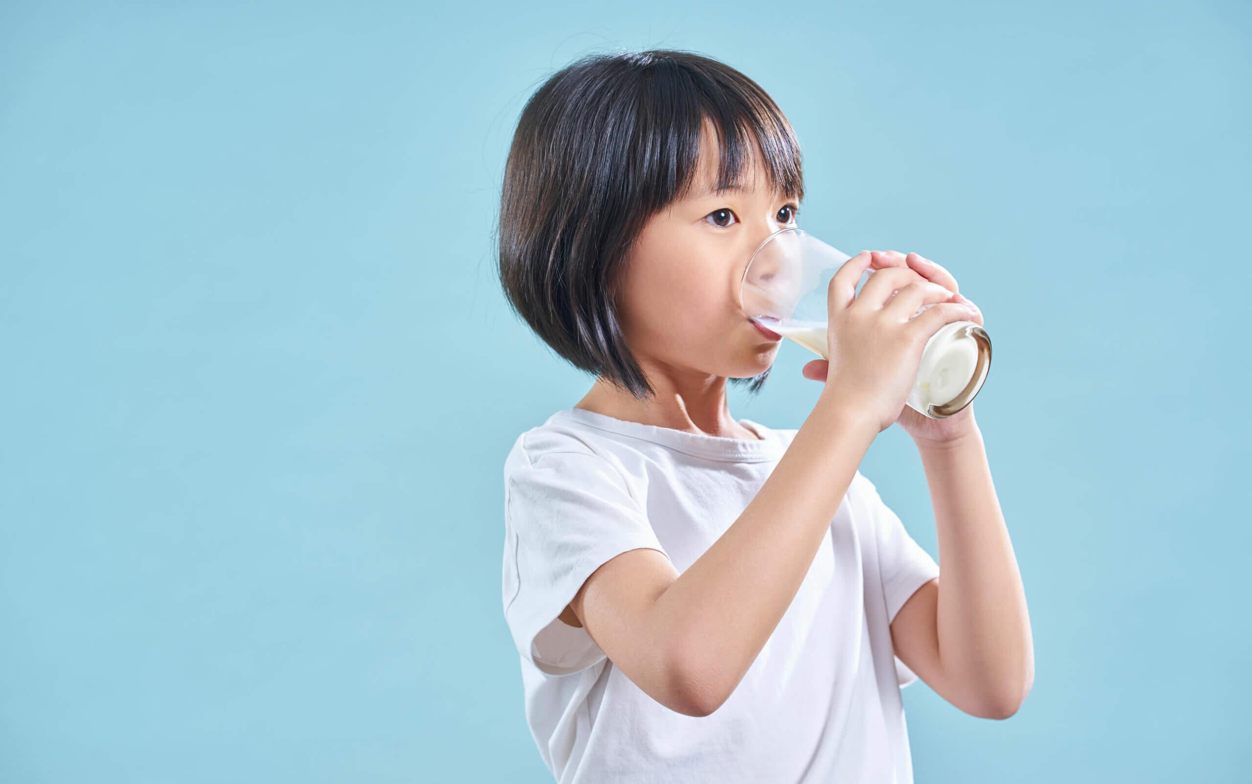 Leche descremada versus leche entera: las diferencias radican en la proporción de grasas.