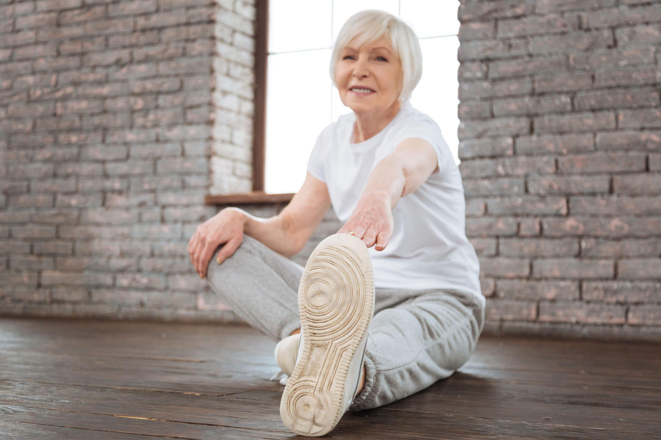 ¿Qué ejercicios tratan la flacidez después de la pérdida de peso?