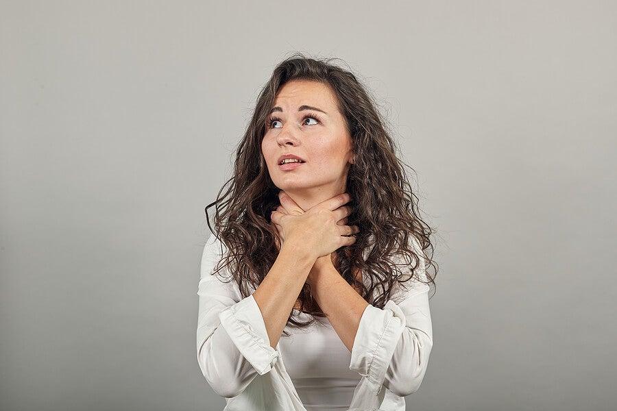 Mujer con odinofagia