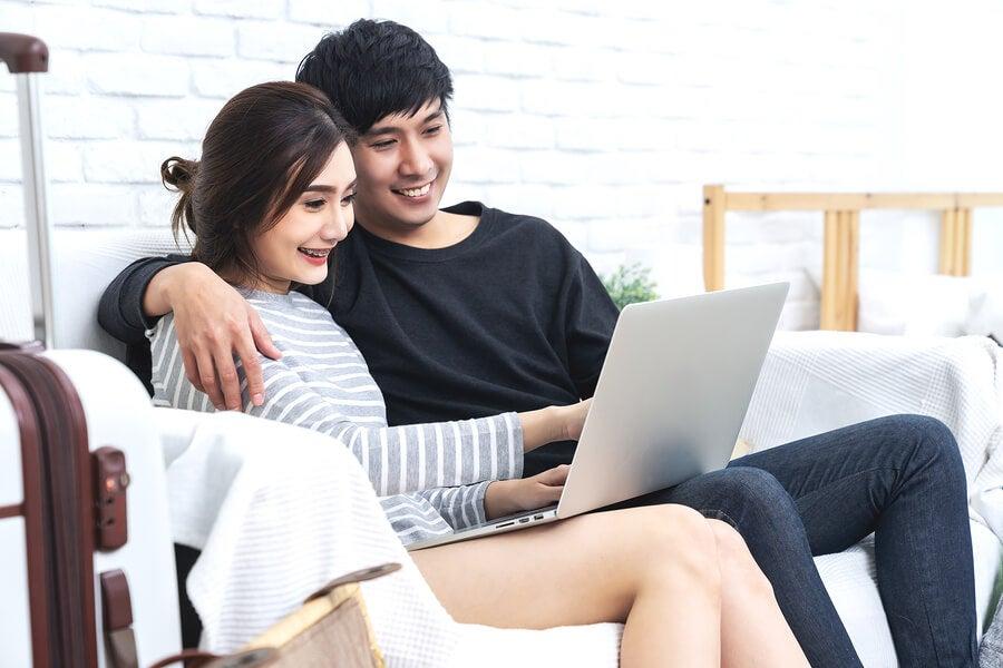 Hacer planes en pareja mantiene el interés de ambos.